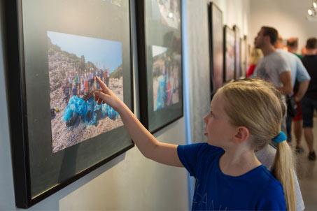 Blue Bag izložba
